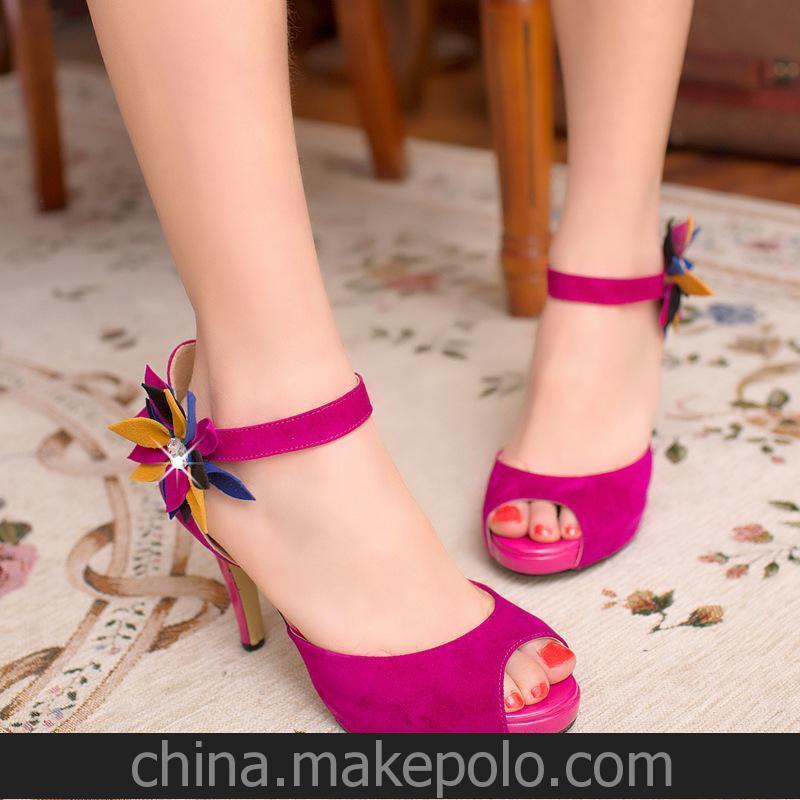女凉鞋供应成都产业带韩版羊绒磨砂牛筋底女士花朵高跟鞋1双起批
