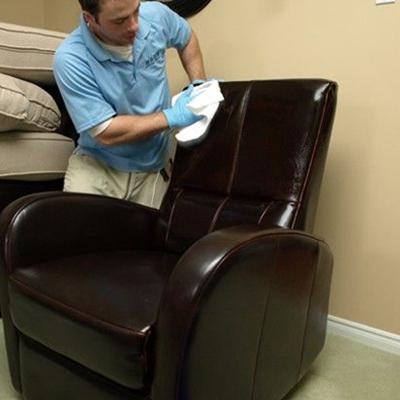 平凡保洁服务-真皮沙发清洗
